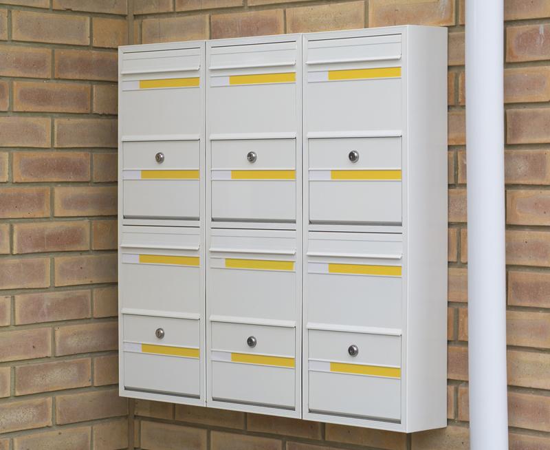 COM 1 Mailbox Bank