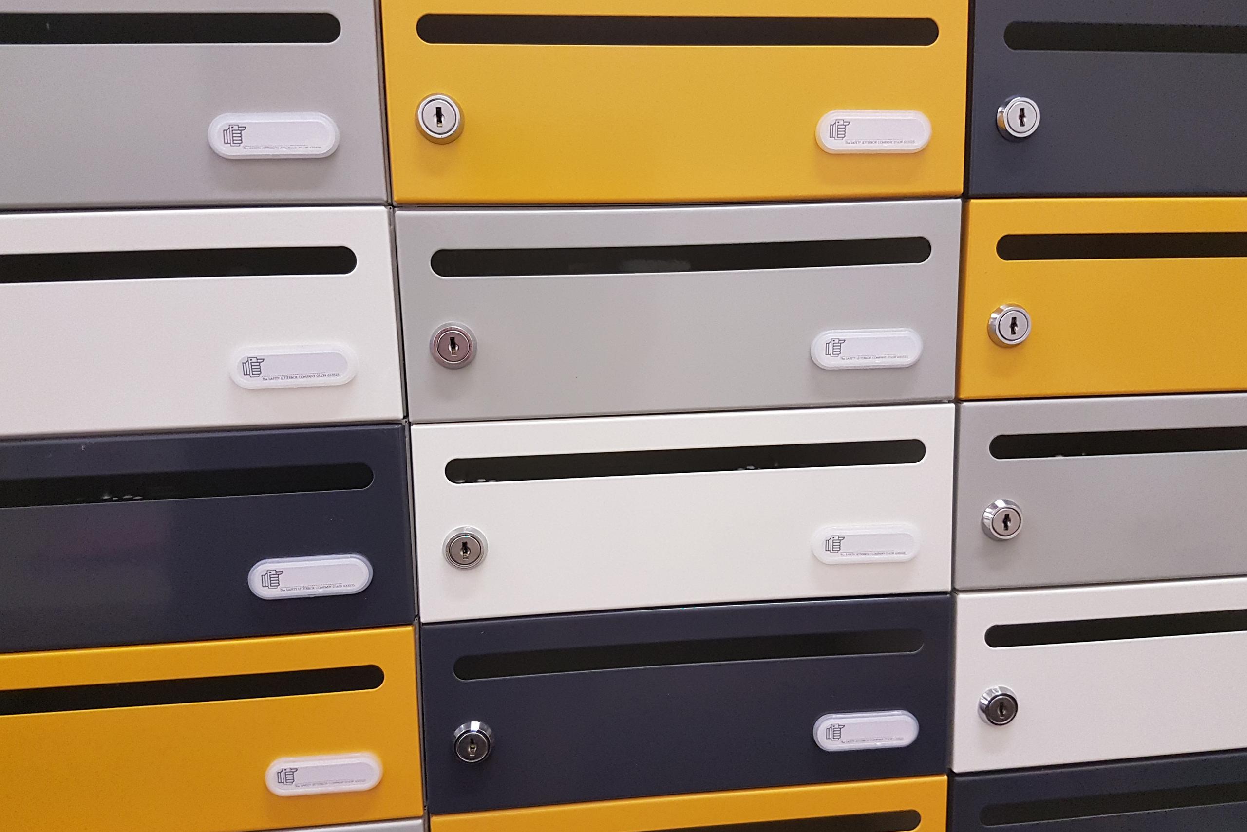 Moda Horizontal S Mailbox